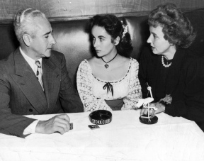 Elizabeth_Taylor_with_parents_at_Stork_Club_1947