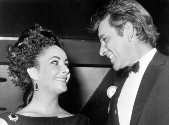 Richard-Burton-Liz-Taylor-pareja-Hollywood-fiesta-1024x758