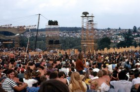 1280px-Woodstock_Music_and_Art_Fair